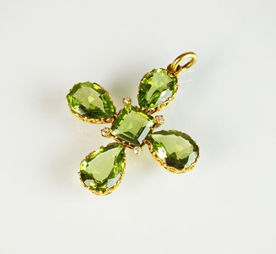 Lot 48 - A 19th century Maltese cross peridot pendant