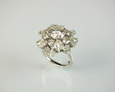 Lot 35 - An impressive diamond cluster ring by...