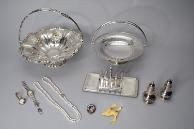 Lot 3 - A small collection of jewellery and silver plated wares