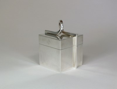Lot 7 - A Boodles & Dunthorne silver ring box