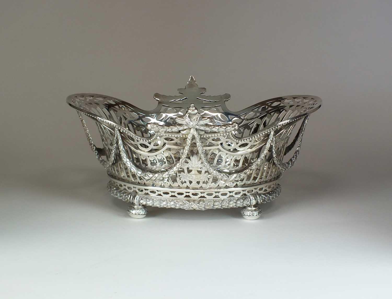 11 - A William Comyns Victorian silver basket