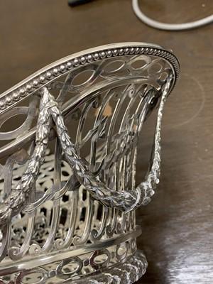 Lot 11 - A William Comyns Victorian silver basket