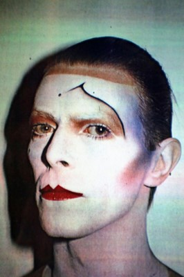 Lot Edward Bell (British Contemporary) David Bowie colour print