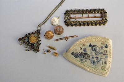 Lot 47 - An enamelled triangular pendant set with Italian coin