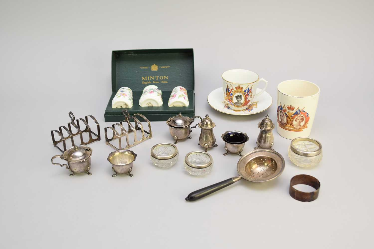 Lot 5 - A small collection of silver