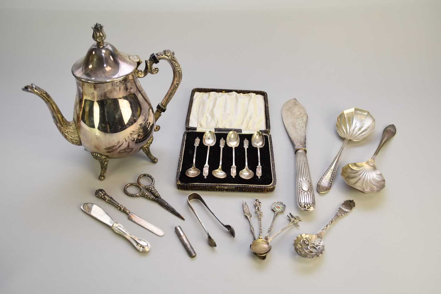 Lot 4 - A collection of silver and plate