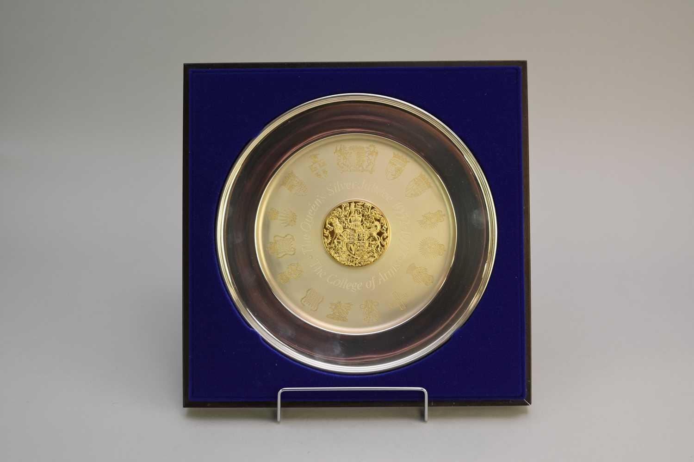 Lot 7 - A cased commemorative silver plate