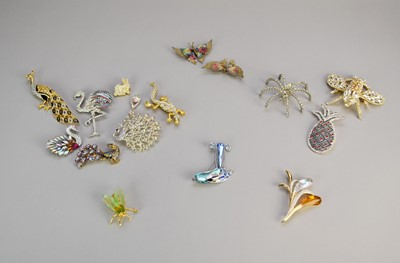 Lot 34 - A collection of novelty paste set animal brooches