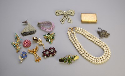 Lot 42 - An oval shell cameo brooch and a collection of costume jewellery