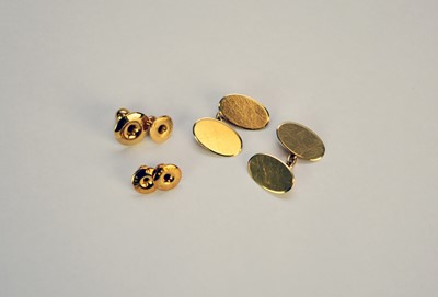 Lot 44 - A cased set of 18ct gold cufflinks and studs