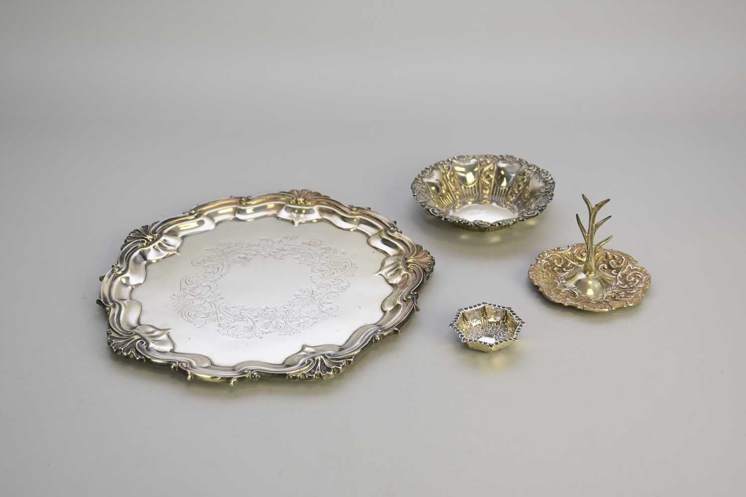 Lot 16 - A small collection of silver