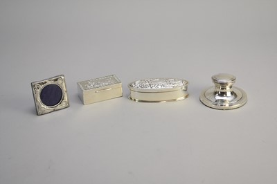 Lot 13 - A small collection of silver