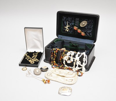 Lot 35 - A collection of costume jewellery