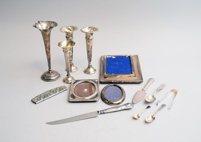 Lot 21 - A small collection of silver