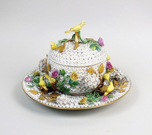 Lot 43-A Meissen 'schneeballen' ecuelle, cover and stand,...