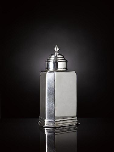 Lot 156-A rare early 18th century Dutch silver tea caddy, ...